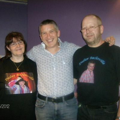 Avec Muriel et Michel (et leurs t-shirts) - 25 mai 2012