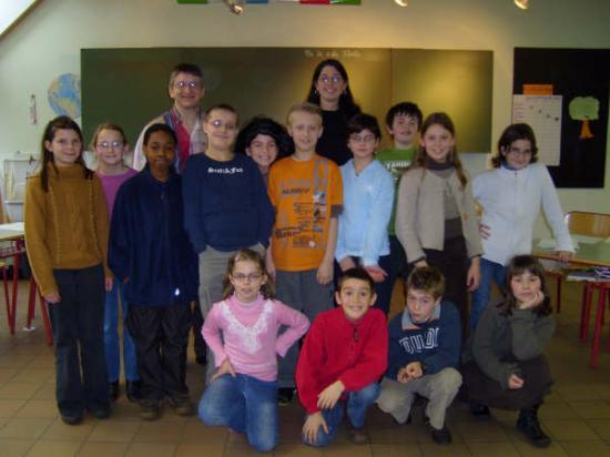 Avec Mme Joannès et ses élèves de l'école de Fallais - 2007